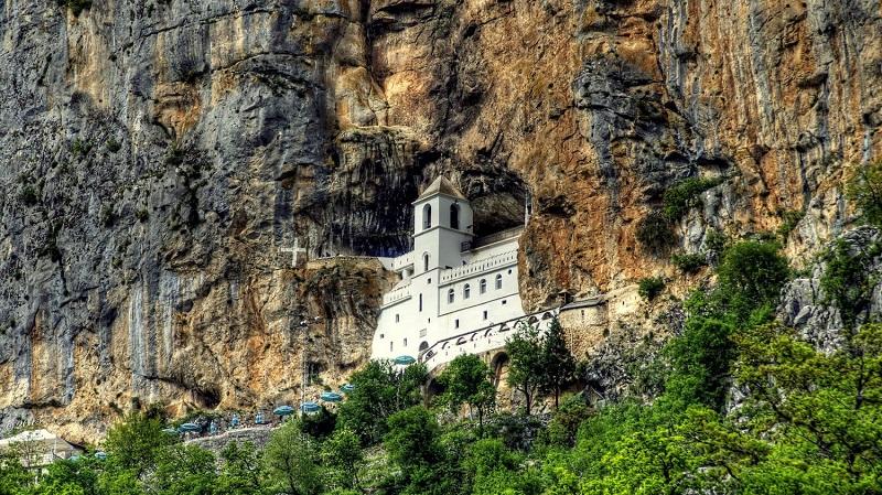 Православный монастырь Острог в Черногории