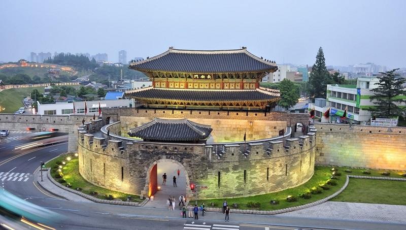 Хвасон, или Цветущая крепость, в Южной Корее