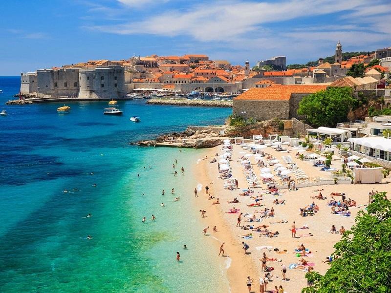 Хорватия упростила въезд российским туристам